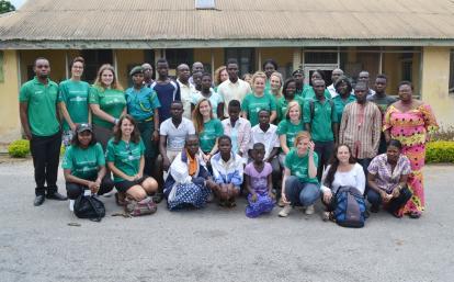 ガーナで活動中の高校生人権ボランティア